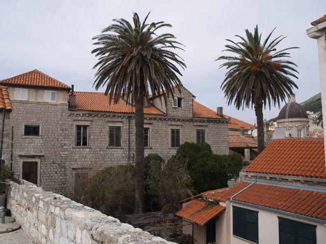 Стените и градът - 1