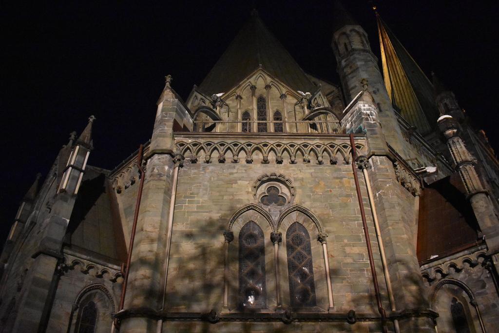 Катедралата - 25