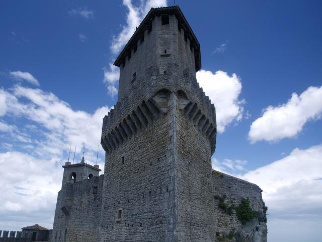 Първа кула - 3