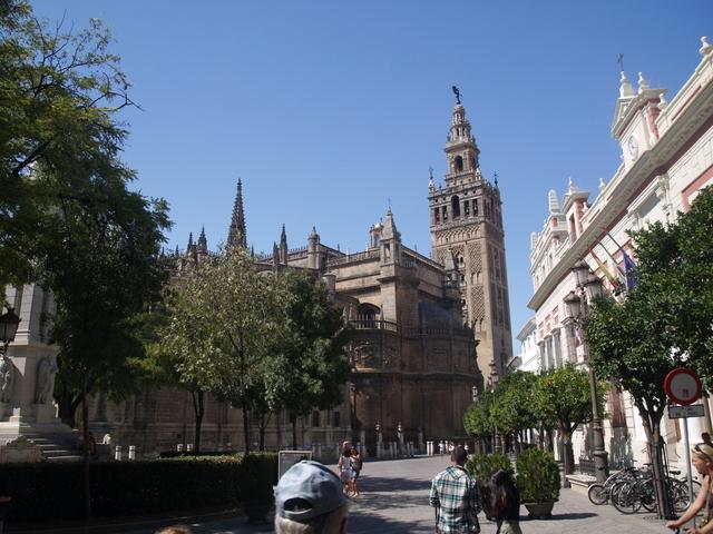 Катедралата отвън  - 1