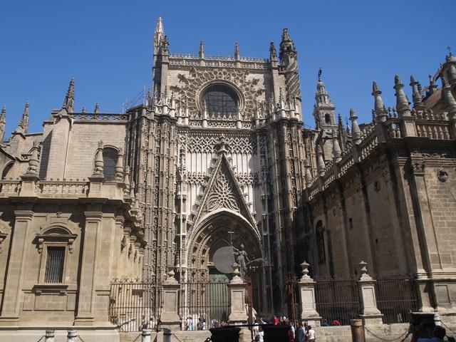 Катедралата отвън  - 3