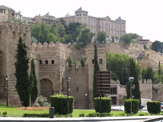 Крепостни стени
